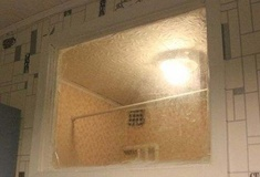 Зачем в хрущевках делали окно между кухней и ванной?