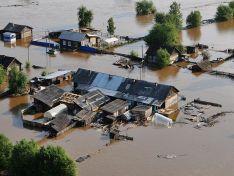 Коммунальщики в Иркутской области спасали от наводнения коттедж мэра